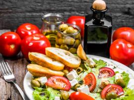 Dieta śródziemnomorska - zasady i przykładowy plan żywienia